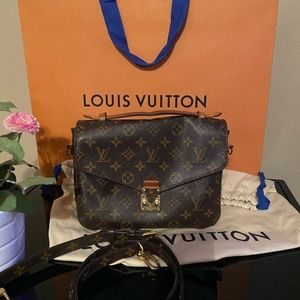Louis Vuitton Pochette Metis ❤️ (Authentic)